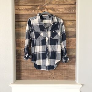SALE 🌸 ABERCROMBIE & FITCH PLAID BUTTON DOWN TOP